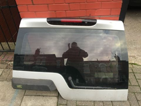 LAND ROVER DISCOVERY 3 III SILVER REAR UPPER BOOTLID AND REAR SCREEN